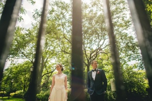28-creative-university-of-chicago-wedding-photos