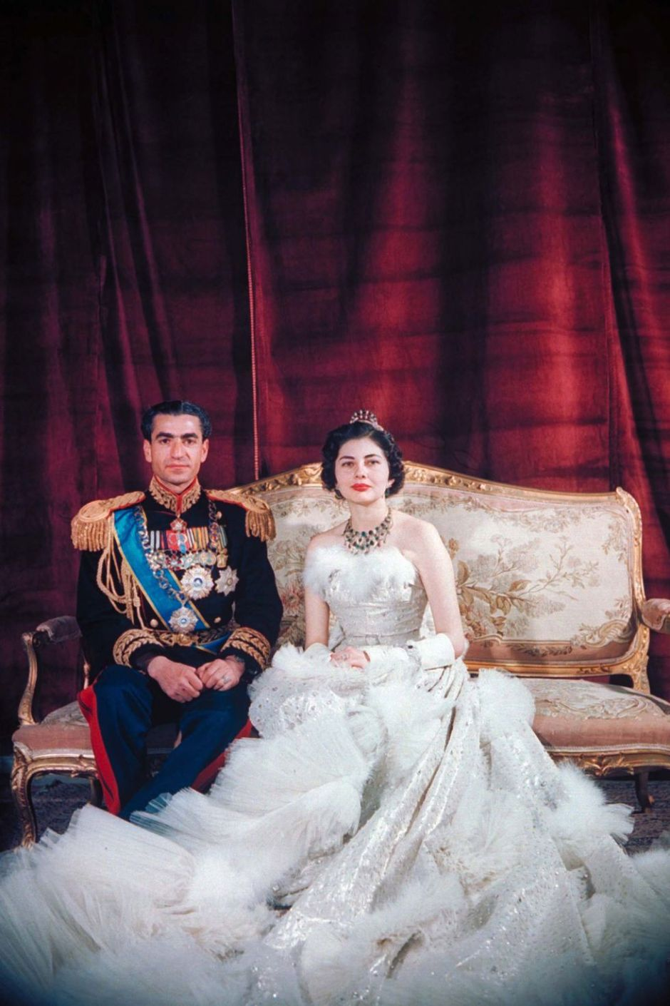 1437673873-hbz-royal-weddings-1951-shah-mohamed-reza-pahlevi-queen-soraya-iran-gettyimages-50595286