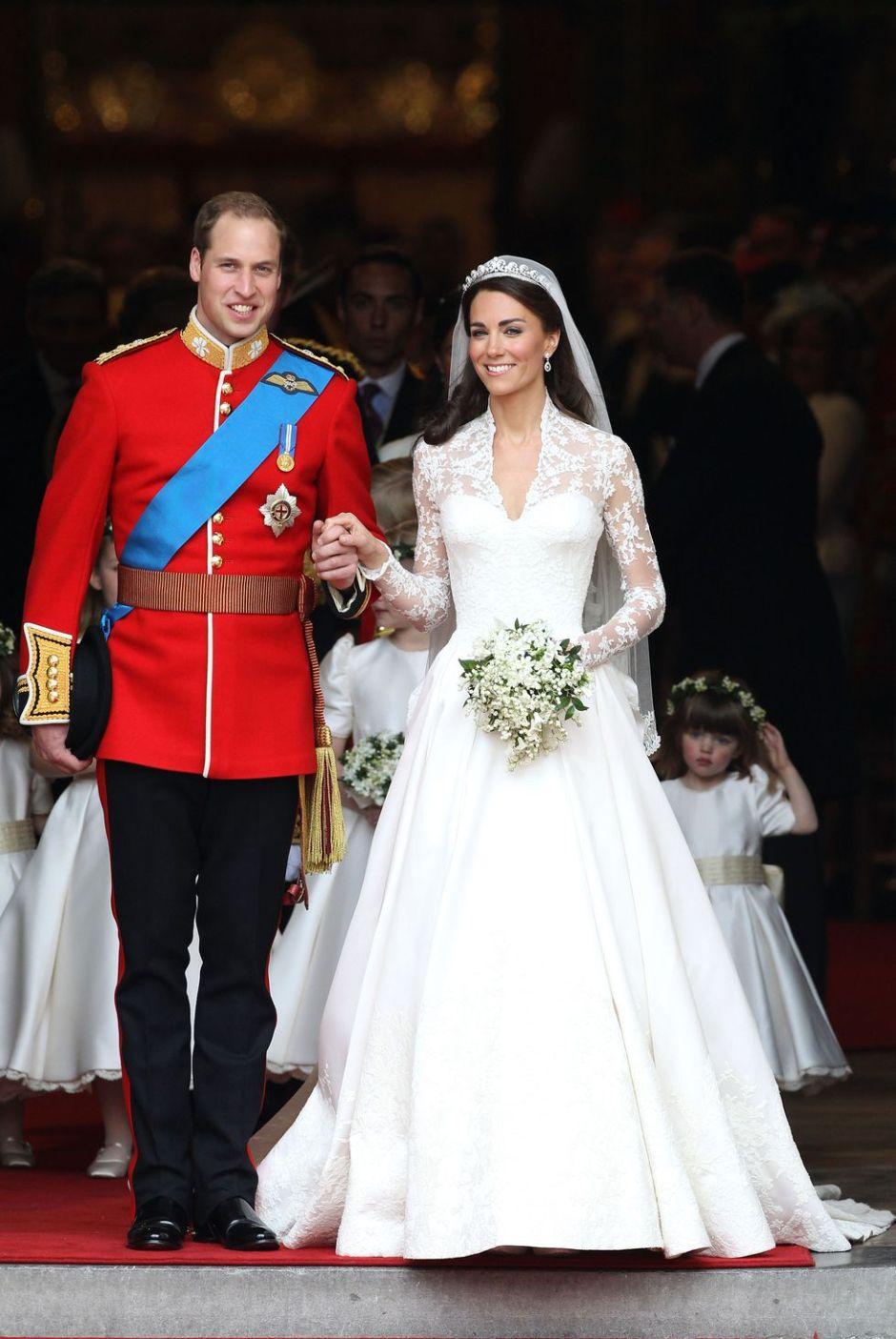 duchess-kate-wedding-dress-1516597634