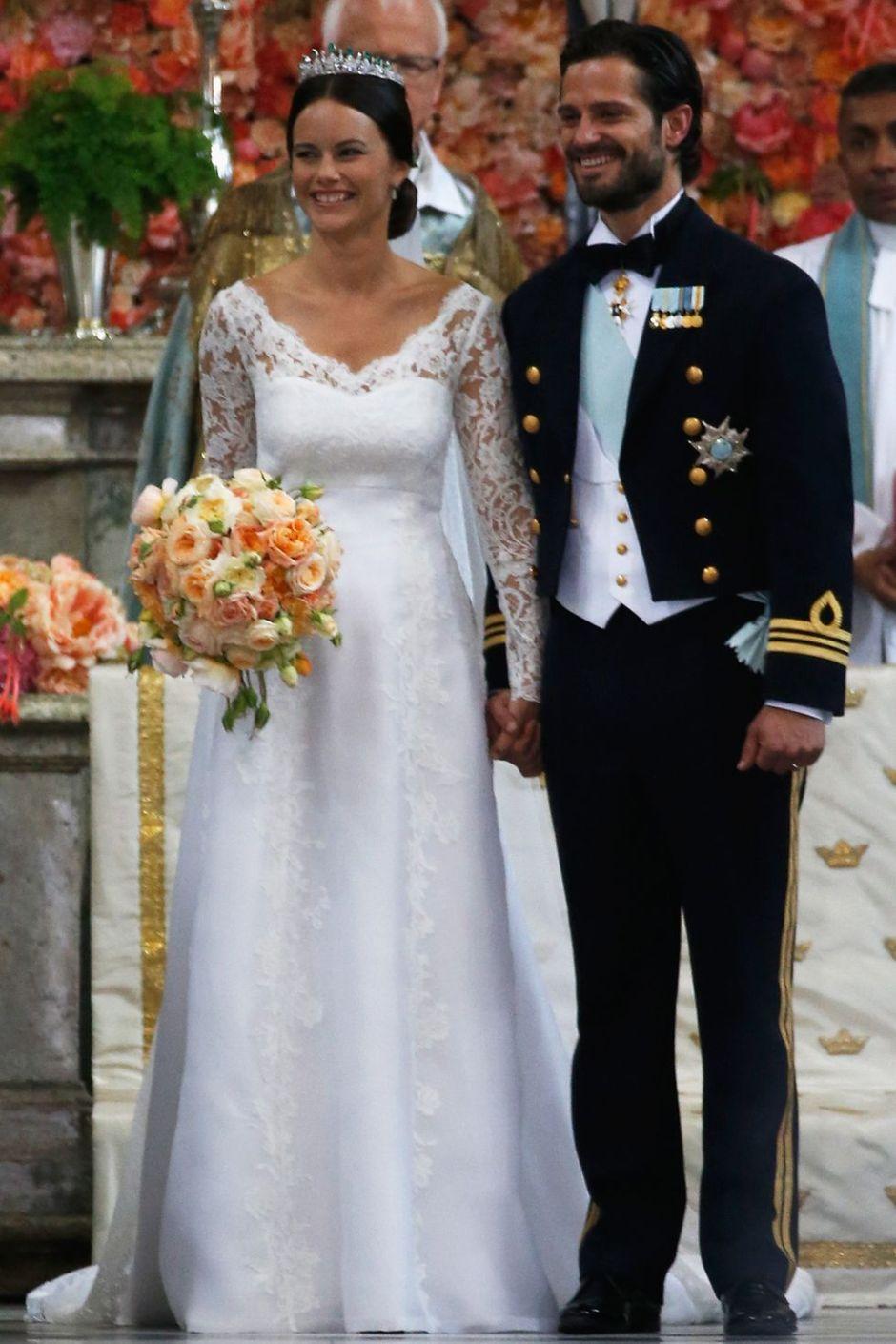 prince-carl-philip-and-princess-sofia-of-sweden-wedding-dress-1516608528