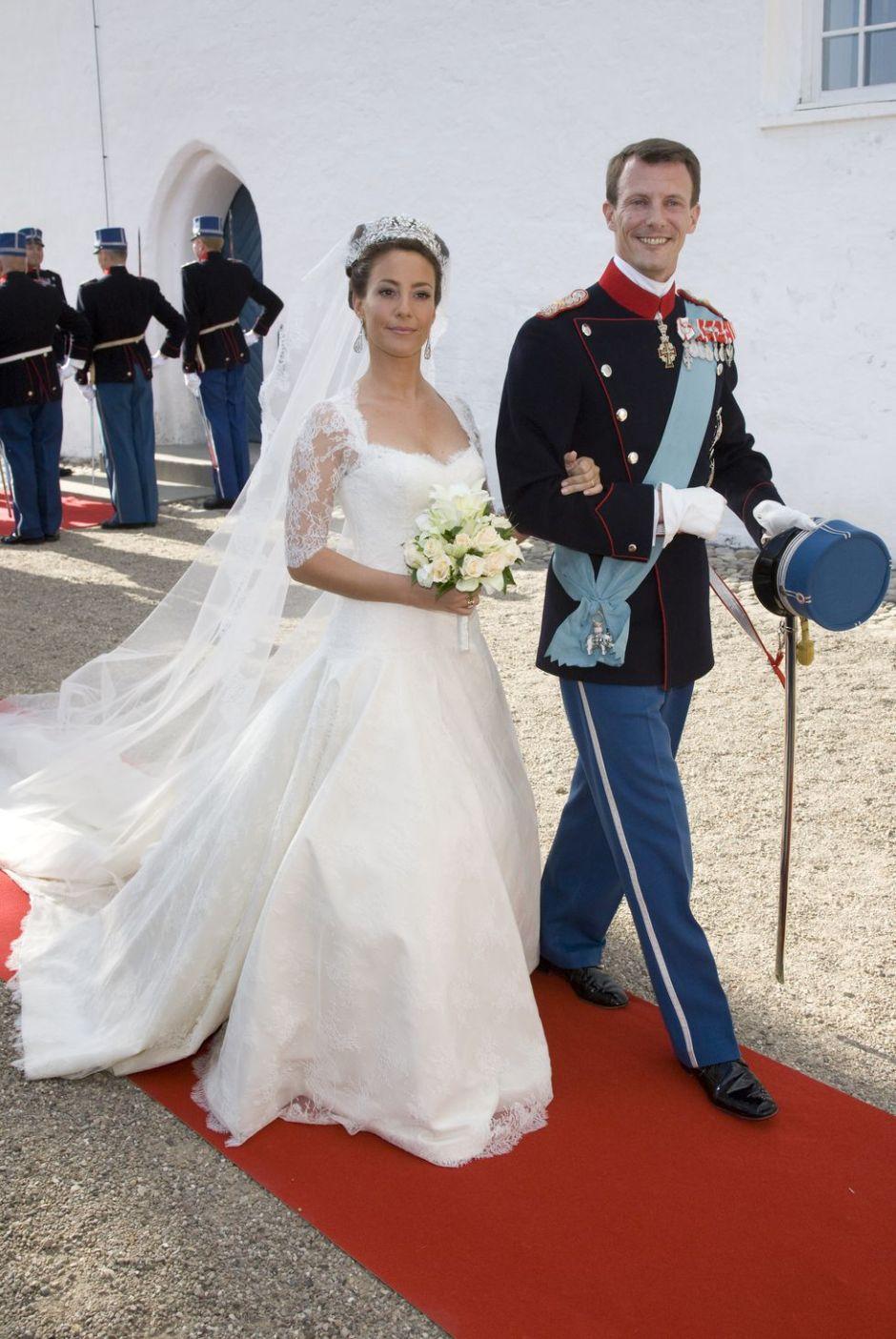 prince-joachim-and-princess-marie-of-denmark-wedding-dress-1516607749